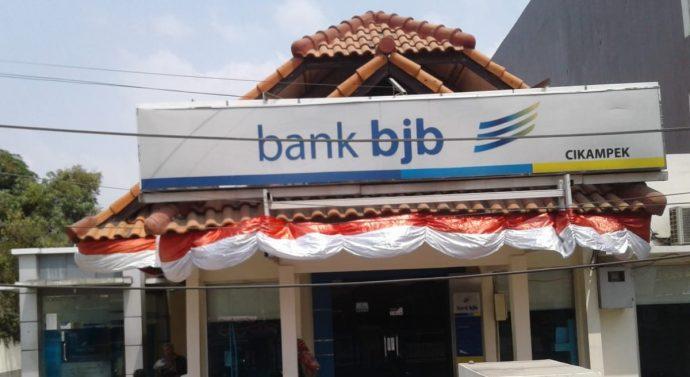 PELAYANAN DI BANK bjb CABANG CIKAMPEK KARAWANG OVER KAPASITAS PERATURAN, PELAYANAN BURUK !!!