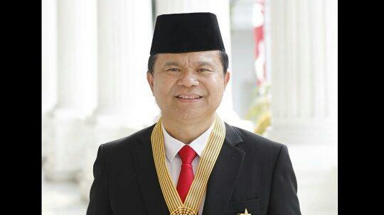PRESIDEN JOKOWI ANUGERAHKAN BINTANG JASA UTAMA KEPADA Dr.RONNY F.SOMPIE