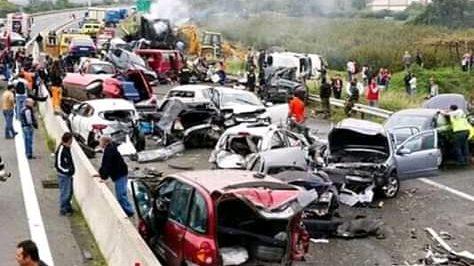 BREAKING NEWS diduga 6 meninggal dunia dan 8 luka luka dalam kecelakaan beruntun di tol cipularang km.90 -100