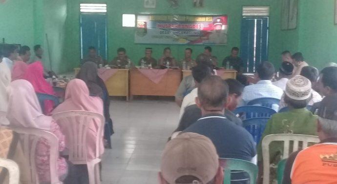 CAMAT BATANG HARI SENTIL KADES SUMBER AGUNG. TERKAIT LAGU INDONESIA RAYA.