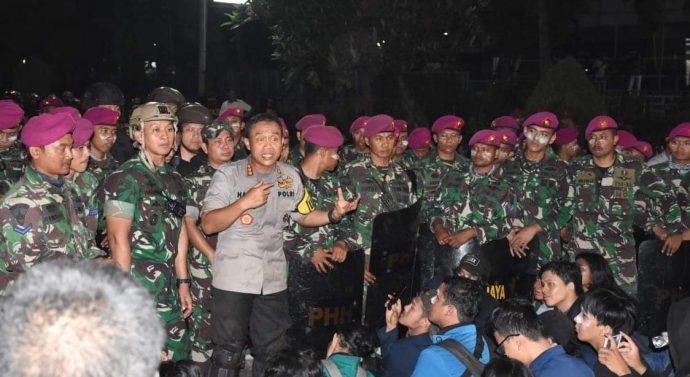 TNI DAN POLRI REDAM AKSI DEMO MAHASISWADI SEKITAR GEDUNG DPR/MPR TIDAK BERUJUNG ANARKIS