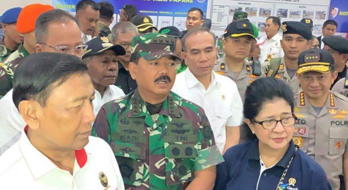 PESAWAT HERCULES DAN HELIKOPTER DI KERAHKAN TNI ANGKUT PENGUNGSI KEMBALI KE WAMENA
