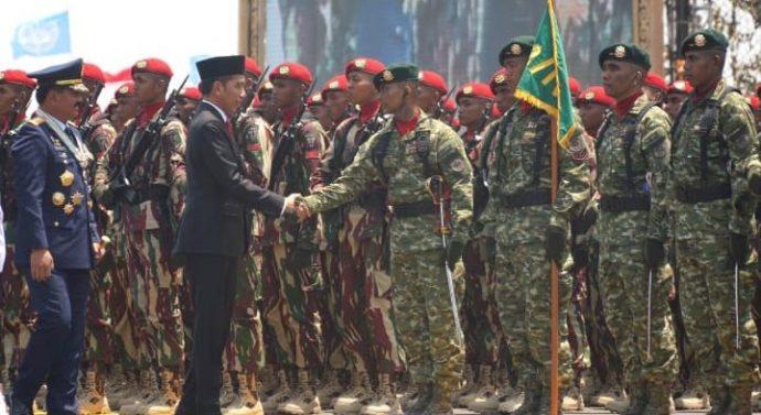 JOKOWI APRESIASI PRESTASI TNI DI KANCAH INTERNASIONAL DAN JANJI NAIKAN ANGGARAN PERTAHANAN