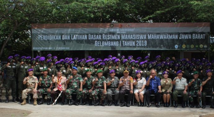 Dandim 0611/Garut Jadi Inspektur upacara dalam kegiatan Penutupan Dasar Resimen Mahasiswa Mahawarman