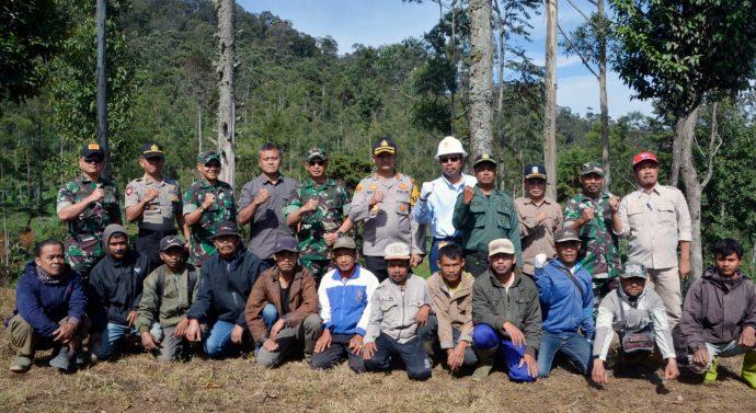 Danrem 062//TN dan Dandim 0611/Garut Lakukan Gerakan  Peduli Lingkungan Penghijauan Dalam Rangka Hari Juang TNI AD
