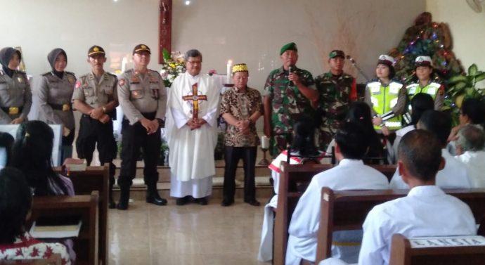 TNI/ POLRI DI LAMPUNG TIMUR KAWAL PERAYAAN NATAL DAN TAHUN BARU