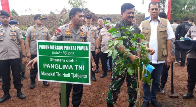 KAPOLRI DAN PANGLIMA TNI TANAM 2020 POHON DI GUNUNG PUTRI, KAB BOGOR