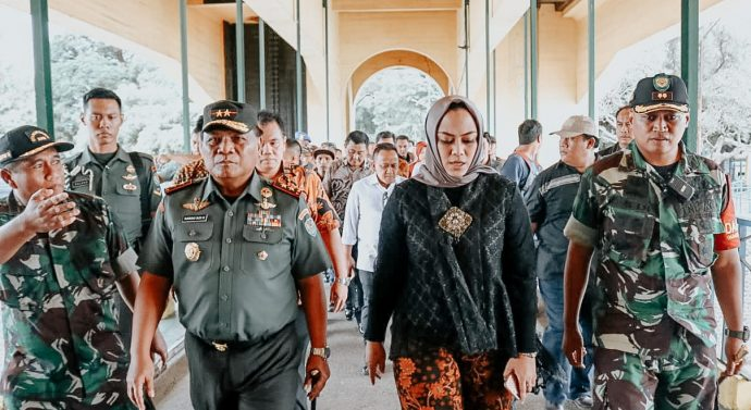 BUPATI KARAWANG SAMBUT KUNJUNGAN PANGDAM III/SILIWANGI