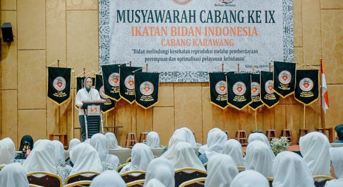 BUPATI KARAWANG HADIRI MUSCAP IKATAN BIDAN INDONESIA KE IX