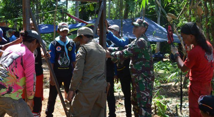 Pembuatan Jembatan Gantung Sungai Cipalebuh kerjasama Kodam lll/Slw dan Vertical Rescue Indonesia di Wil.Kodim 0611/Grt.