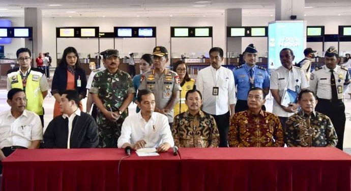 PANGLIMA TNI DAMPINGI PRESIDEN RI TINJAU STERILISASI BANDARA SOETA