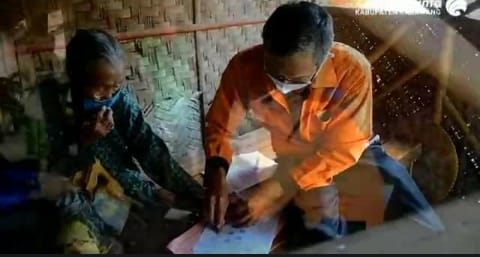 PT. POS INDONESIA CABANG KARAWANG MENGALOKASIKAN DATA TERPADU KESEJAHTERAAN SOSIAL (DTKS)