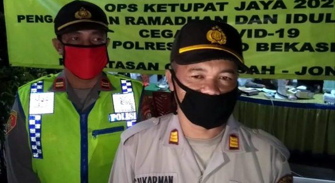 PERKETAT PENJAGAAN PSBB PETUGAS PUTAR BALIK PENGENDARA TIDAK GUNAKAN MASKER