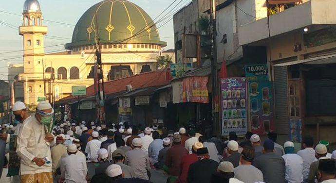 LEPAS DARI ZONA MERAH UMAT MUSLIM DI KALIABANG BUNGUR DAN HARRAPAN JAYALepas Dari zona LAKSANAKAN SHOLAT IED DI MASJID