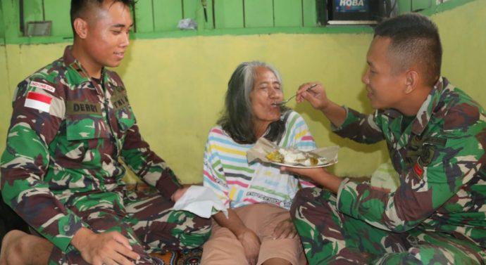 Cerita Nenek Sumiyati, Tiga Bulan Dirawat Anggota Satgas Yonif 411 Kostrad