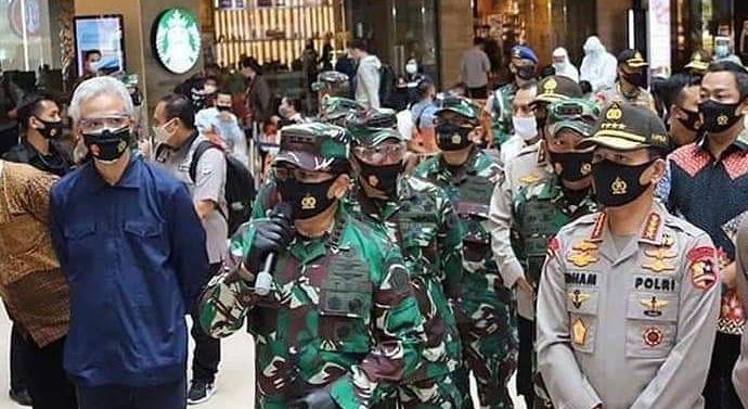 PANGLIMA TNI DAN KAPOLRI TINJAU PARAGON MALL DAN PASAR KARANG AYU SEMARANG JAMIN PENDISIPLINAN PROTOKOL KESEHATAN