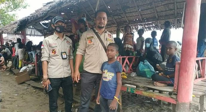 TIM GABUNGAN TNI/POLRI DAN SAR EVAKUASI 94 ORANG ETNIS ROHING