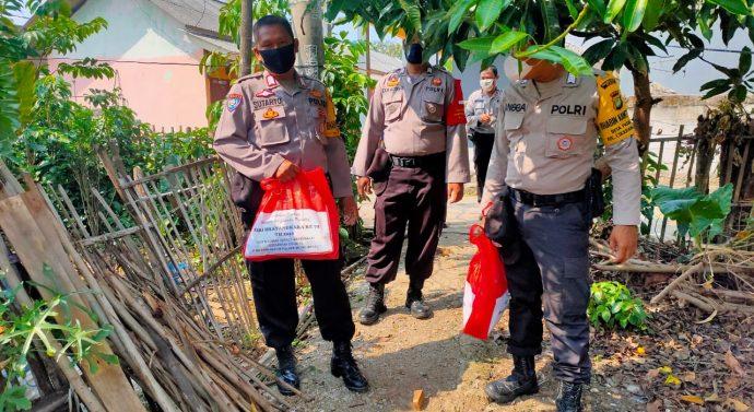 JELANG HUT BHAYANGKARA KE-74 POLSEK CIKARANG PUSAT GELAR BAKTI SOSIAL