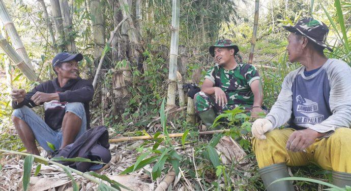 Potret Keakraban TNI dan Warga Wanakerta di TMMD 108 makin melekat