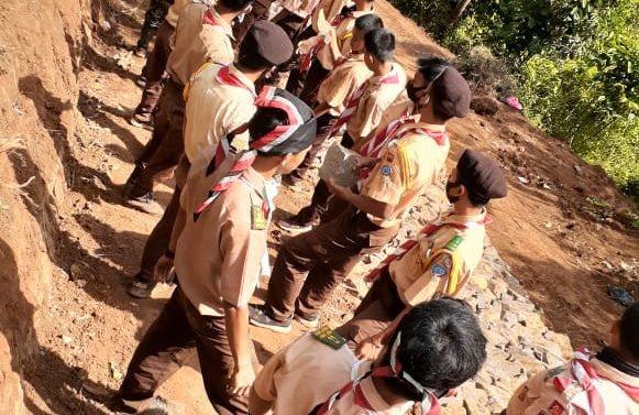 Kades Padasuka Bangga kepada anak anak Pramuka yg bantu Program TMMD 108 di Desa nya.