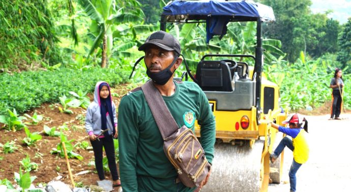 Dadang Perangakat Desa Wanakerta : Saya Ikhlas Bantu Satgas TMMD Dilokasi Setiap Hari*