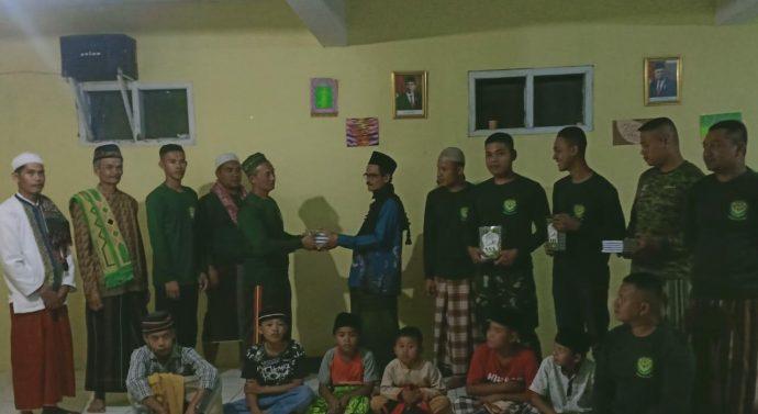 Bentuk Dukungan Moril Satgas TMMD 108 Berikan Al Qur'an Kepada Anak anak Desa Padasuka