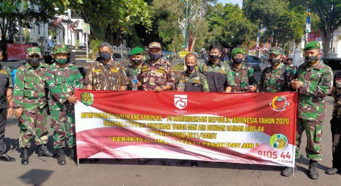 Gerakan Siliwangi Cinta Tanah dan Air Kodim 0611 / Garut Laksanakan Penyemprotan Bios 44 di Taman Kota dan Lahan Tidak Produktif