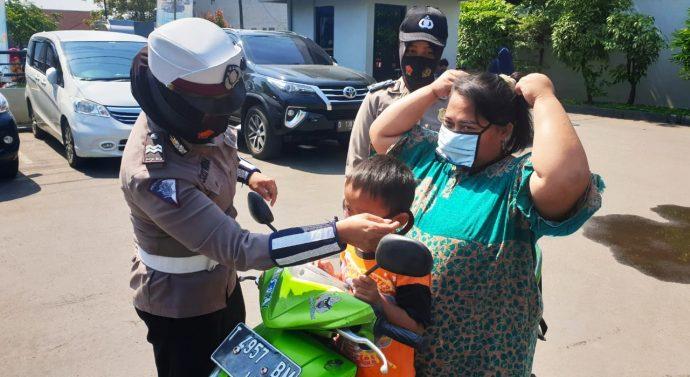 UNTUK MENGAWASI PENGGUNAAN MASKER JAJARAN TNI-POLRI PEMKAB PURWAKARTA GELAR OPERASI YUSTISI