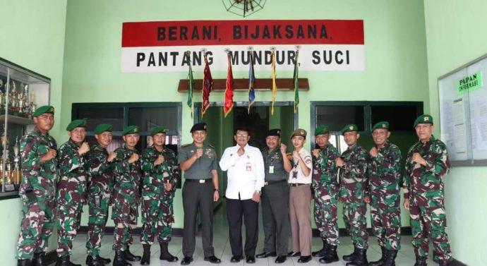 Kunjungan Tim Kajian Ditjen Strahan Kemhan yang dipimpin oleh Kolonel Inf Edy Santoso, S.Sos di Yonif 527/Baladibya Yudha(15/10/2020).