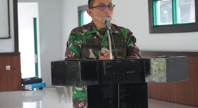 DANREM 062/TN MEMBERIKAN PENGARAHAN KEPADA LULUSAN DIKTUKBASUS BABINSA TNI AD KODAM III/SLW TA 2020