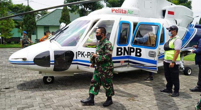 DUA HELIKOPTER BNPB MENDARAT DI LAPANGAN MAKOREM 062/TN