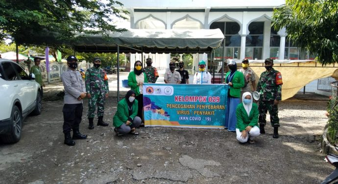 Mahasiswa KKN Bersama BPBD, TNI, POLRI Dan Ormas Gemantara Aceh Melakukan Penyemprotan Disinfektan Dan Pembagian Masker