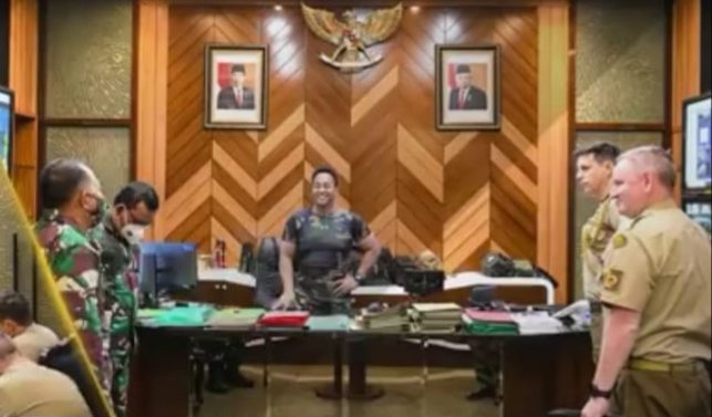 KASAD JENDERAL TNI ANDIKA PERKASA  MENERIMA KOLONEL AUSTRALIA