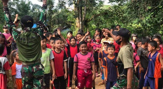 Sehat dan Ceria, Satgas Yonif 407/PK Olahraga Bersama Anak-Anak Perbatasan