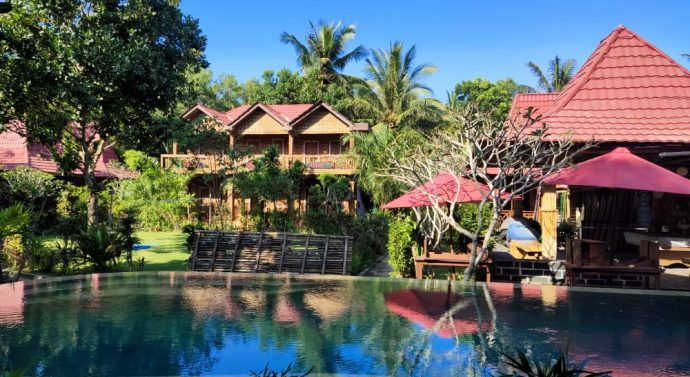 TAHUN BARU 2021 CAFE & amp RESTO VILLA A RED ISLAND  SIAPKAN MAKANAN KHAS DAERAH