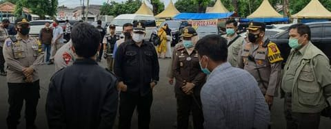 TIM MONITORING PROVINSI JABAR MEMANTAU PROSES PELAKSANAAN PILKADA DI SEJUMLAH TPS DI KAB. KARAWANG