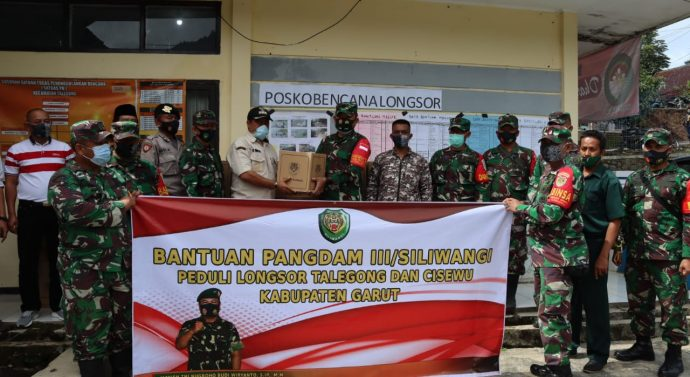 PENYERAHAN SEMBAKO BANTUAN PANGDAM III/SLW KEPADA WARGA MASYARAKAT TERDAMPAK BENCANA ALAM