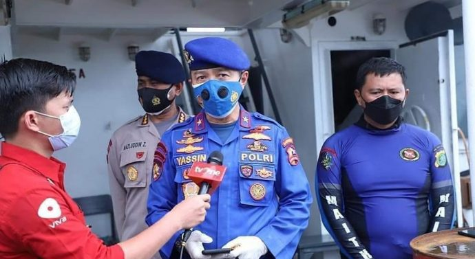 Tim gabungan SAR dan penyelam Ditpolair Korpolairud Baharkam Polri, penyelam Paspelopor Brimob dan Ditpolairud Polda Metrojaya berhasil temukan serpihan badan pesawat Sriwijaya