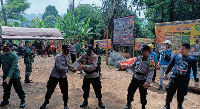 SINERGISITAS TNI-POLRI SUMEDANG MULAI KERJAKAN PEMBANGUNAN JEMBATAN GANTUNG